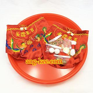 เอี๊ยมเป็นของจำเป็นที่ต้องมีของฝ่ายหญิงในพิธีหมั้นขันหมากจีน ก่อนส่งตัว ยกน้ำชาค่ะ