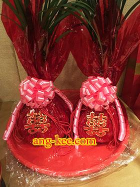 ชุงเช่าของฝั่งเจ้าสาว เป็นสิ่งที่ต้องมีในพิธีหมั้นแบบจีน ห่อน้ำตาลทรายแดง ติดอักษรจีนซังฮี่ ของหมั้น ก่อนยกน้ำชา ส่งตัว
