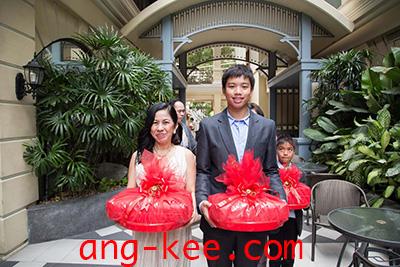 แต่งงานจีน พิธีหมั้น ขันหมาก ขนมหมั้น จันอับหมอนแดง