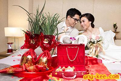 ชุดส่งตัวของพิธีแต่งงานแบบจีน มีเซฟตะเกียงพัด พร้อมผ้าเช็ดหน้าลายซังฮี่ จะต้องมีชุงเช่า เอี๊ยมด้วยนะคะ