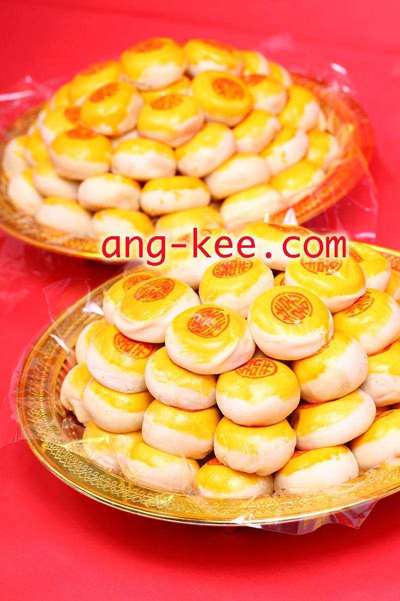พิธีหมั้นแต่งงานแบบจีน ขนมเปี๊ยะขนมมงคล ลายซังฮี้ เป็นที่นิยมอย่างมาก แจกแขกได้สะดวก